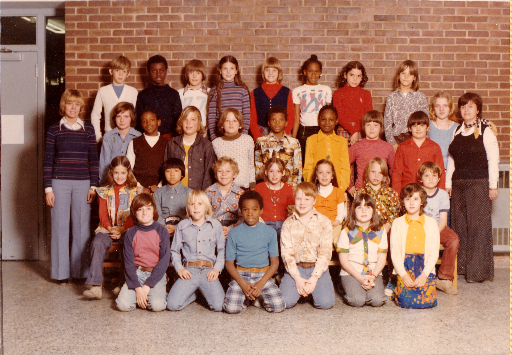 1970s 4th grade class photo from Hillsmere Elementary School