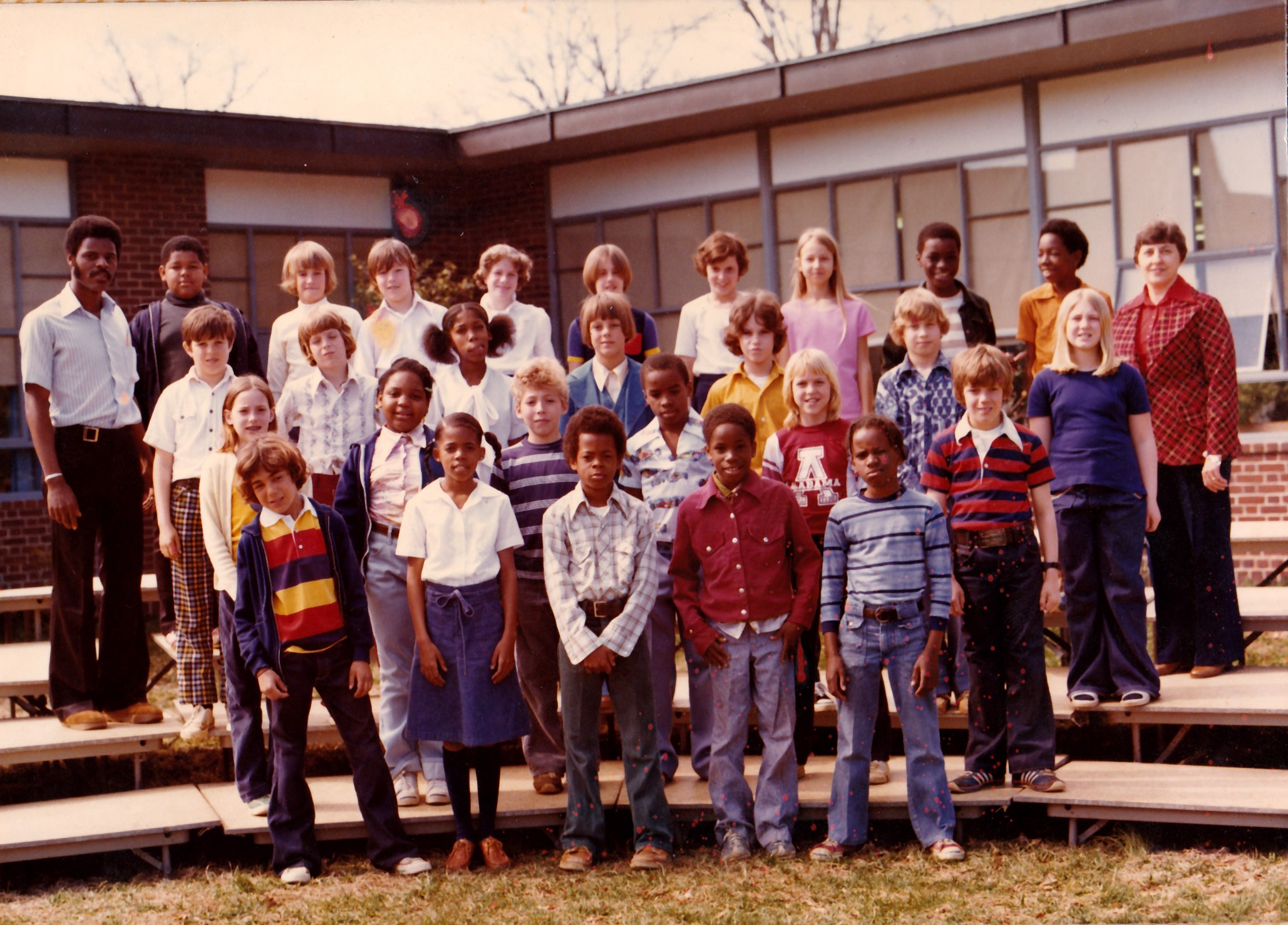 1970s 5th grade class photo from Hillsmere Elementary school